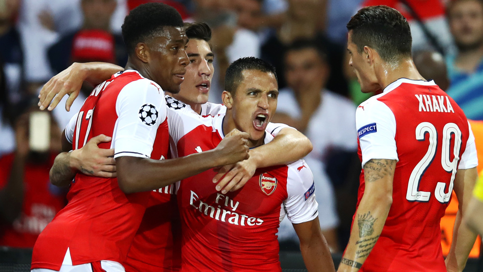 PARIS, FRANCE - SEPTEMBER 13:  Alexis Sanchez of Arsenal celebrates scoring his sides first goal with team mates during the UEFA Champions League Group A match between Paris Saint-Germain and Arsenal FC at Parc des Princes on September 13, 2016 in Paris, France.  (Photo by Julian Finney/Getty Images)