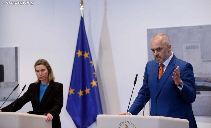 FOTO  Samiti jo formal në Bruksel kryeministrat bisedime me Mogherinin  Veshja e Ramës në takim do ju habisë