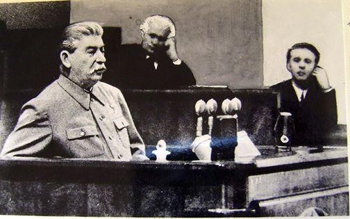 Fotomontazhi që nuk u botua kurrë: Enver Hoxha me Stalinin në Bashkimin Sovjetik