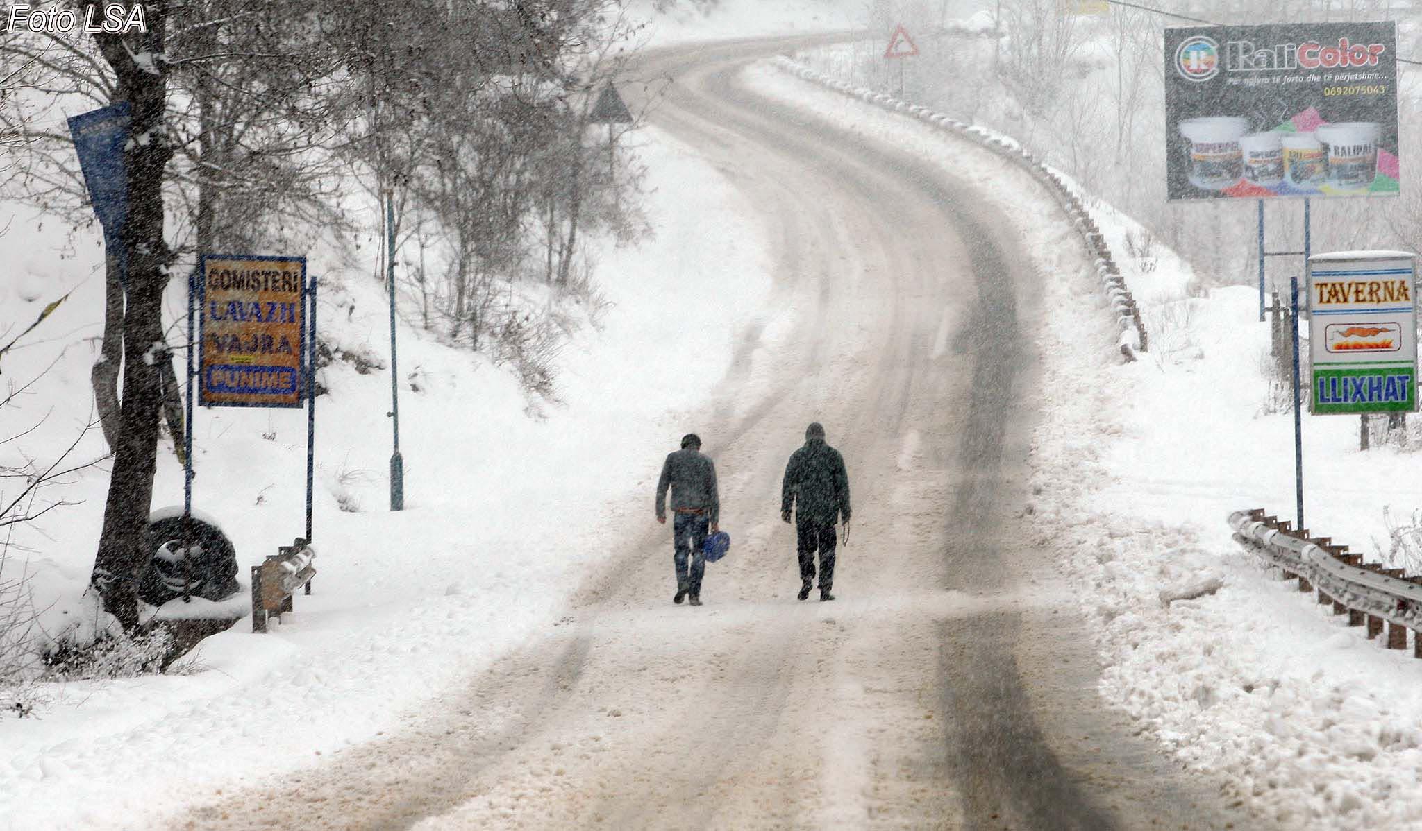 Rikthehet dimri  Ulen temperaturat  nesër rikthehen reshjet e borës