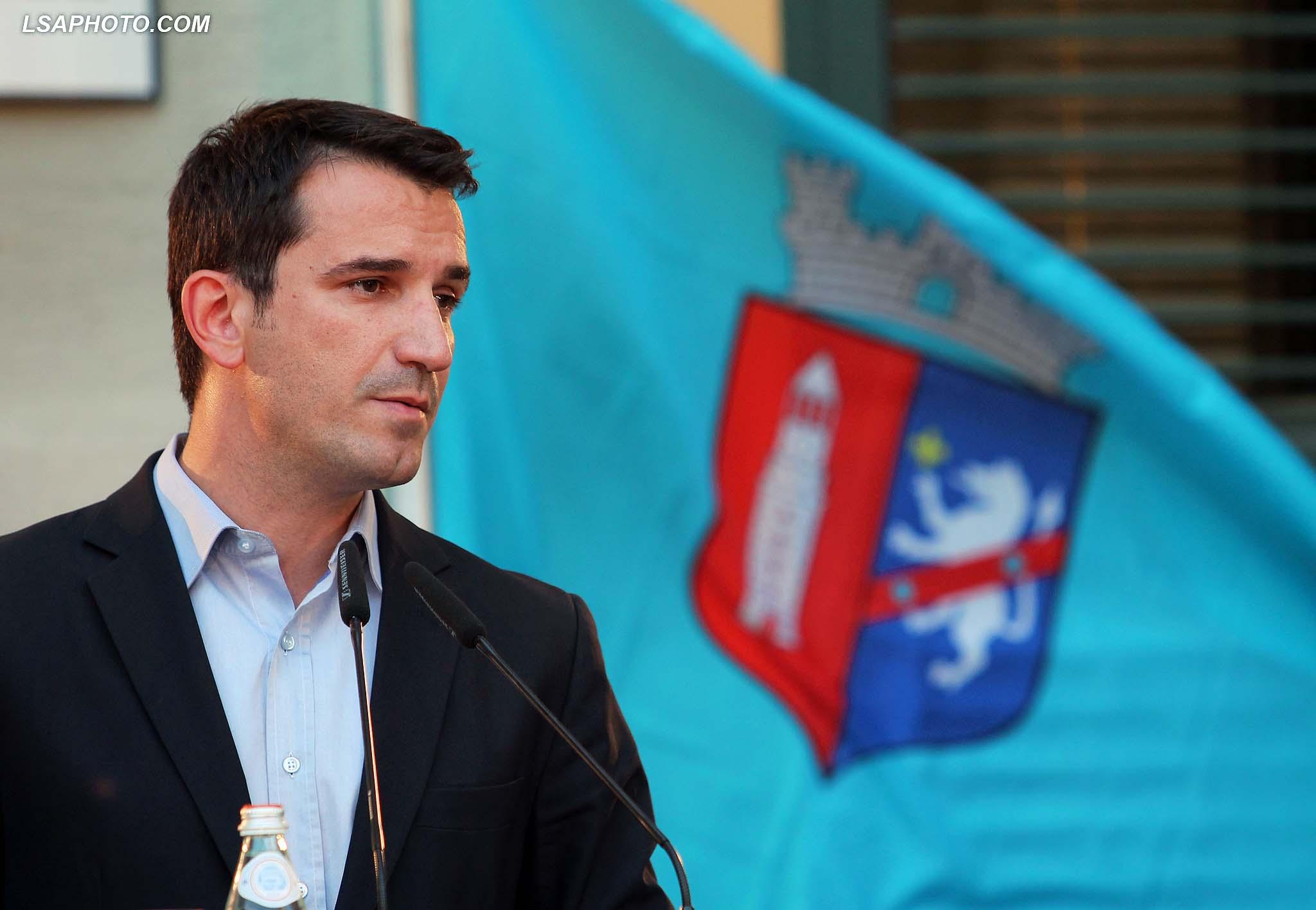 Kryetari i ri i Bashkise se Tiranes, Erion Veliaj, duke folur gjate ceremonise se prezantimit te 24 administratoreve te rinj te Bashkise se Tiranes./r/n/r/nMayor of Tirana, Erion Veliaj, speaks during presentation of 24 new administrators of the Municipality of Tirana.
