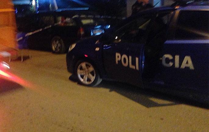 4-te-rinj-per-te-vjedhur-nje-grua-bien-ne-prangat-e-policise