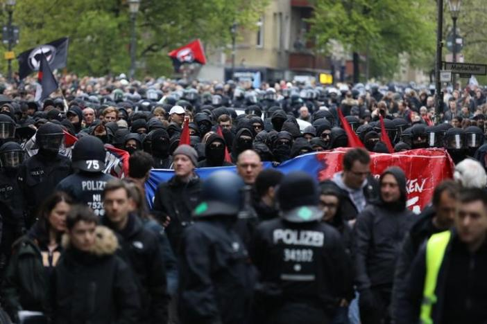 Demnstrators attend a demonstration of leftists at May Day demonstrations in Berlin, Kreuzberg dirstict, Germany, May 1, 2017. REUTERS/Christian Mang