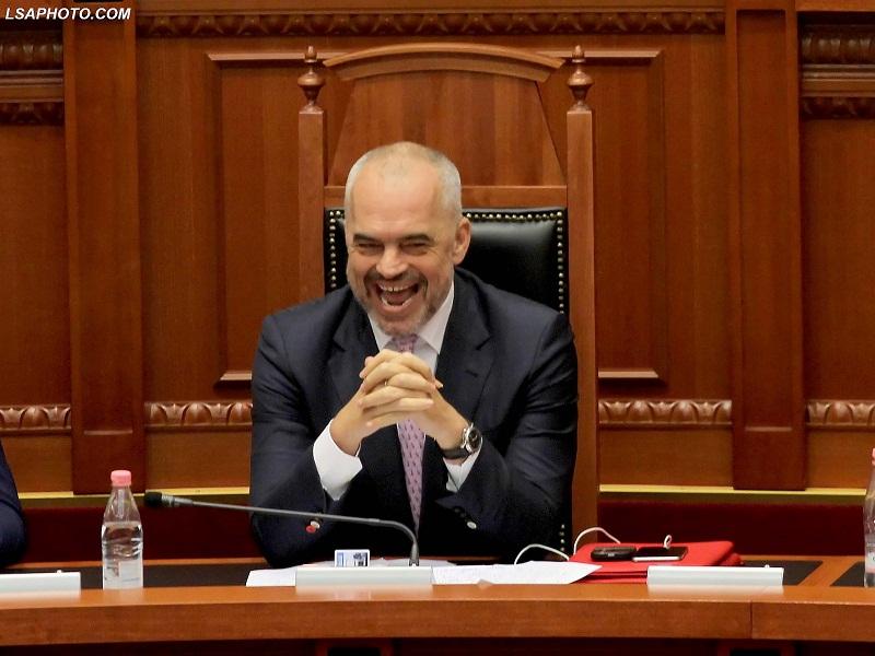 Kryeministri, Edi Rama, duke folur gjate seances se fundit parlamentare te sesionit te 6 te Kuvendit te Shqiperise, ku ne rend te dites jane projektligjet per Reformen ne Drejtesi./r/n/r/nPrime Minister Edi Rama, speaks during a parliamentary session.