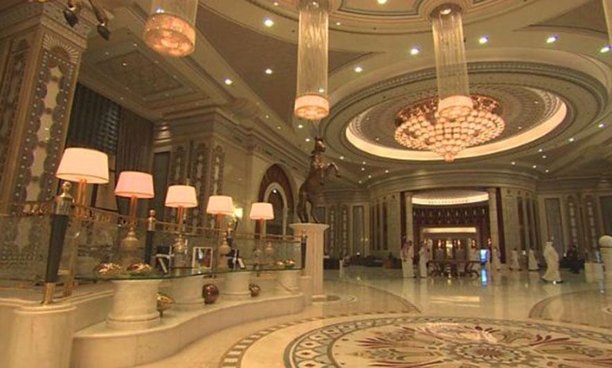 """The Ritz-Carlton, hoteli në Rijad ku ishin """"burgosur"""" rreth 200 pjesëtarë të elitës saudite."""