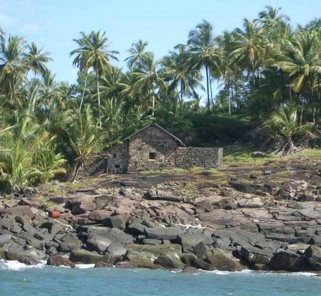 Hut_ofDreyfus_devils_island