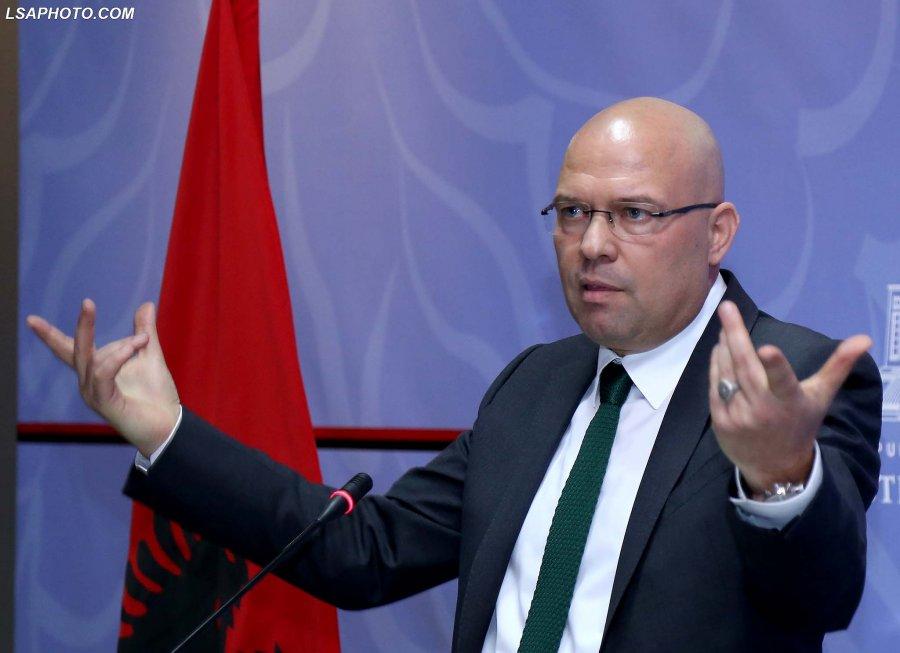 Pyetjet drejtuar Ramës  Nuk kursehet Manjani ironizon kryeministrin  Çfarë  kazanësh  janë dhe këto Hollandezët