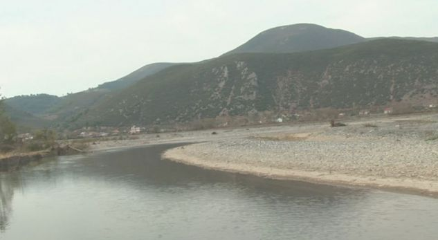 Shkumbini merr përpara edhe tokat bujqësore në Shushicë të Elbasanit