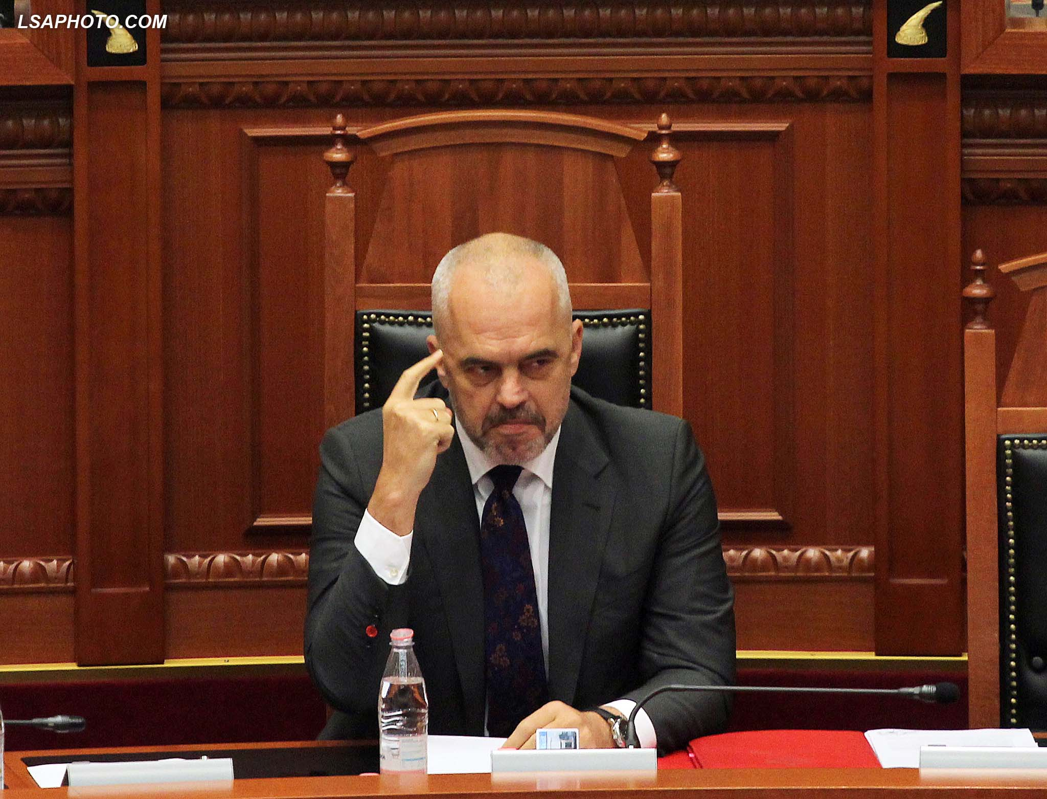 SEANCE PARLAMENTARE - Kryeministri Edi Rama, gjate nje seance parlamentare, ku u debatua ne lidhje me gjendjen e varferise dhe zhvillimet ekonomike ne vend./r/n/r/nPARLIAMENTARY SESSION - Prime Minister Edi Rama, during a parliamentary session, where was debated in relation to the situation of poverty and economic developments in the country.