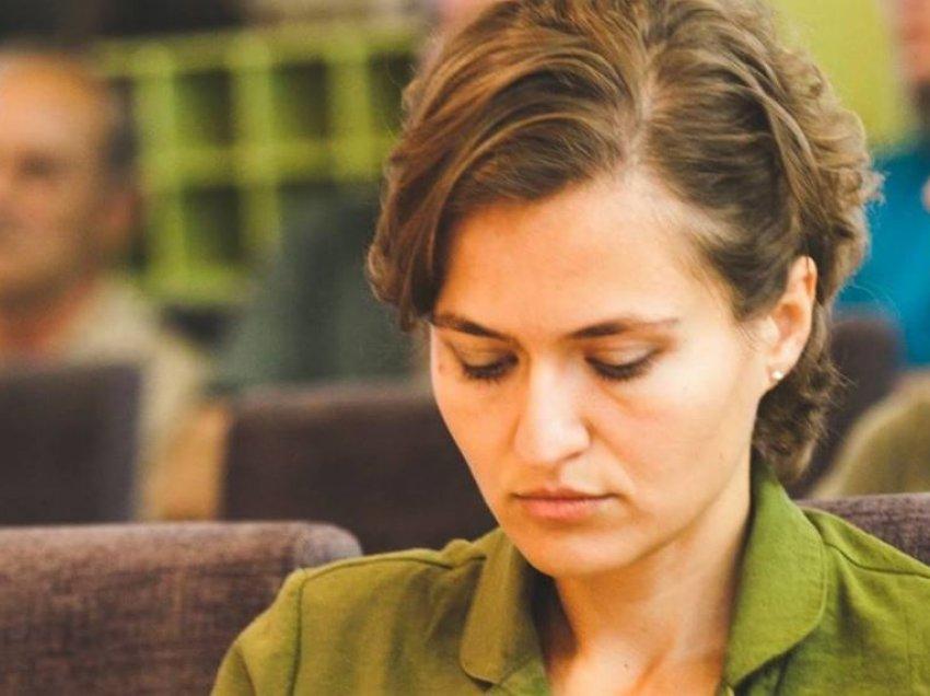 Qytetarë  kapen  keq me ministren e re Besa Shahini  Fol shqip se