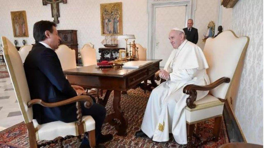 Lufta me koronavirusin në Itali  Conte dhe Papa takim  top secret