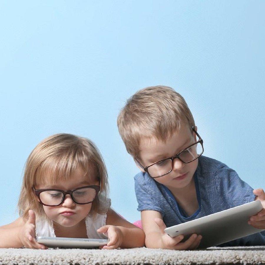 mjeket-pediater-leshojne-alarmin-mos-u-jeoni-celulare-femijeve-po-ua-shkaterroni-syte